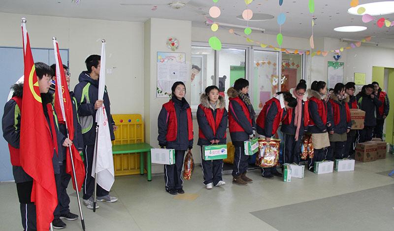 我校组织青年志愿者走进市儿童福利院献爱心
