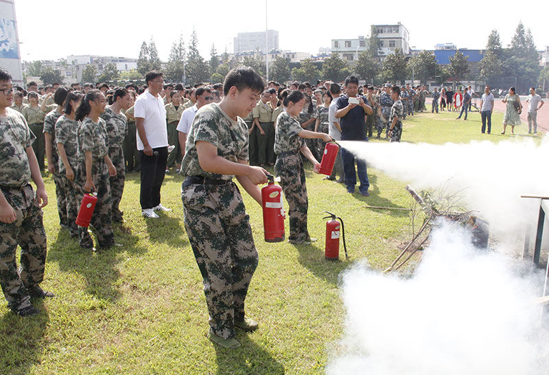 """我校开展消防安全常识""""进军训""""系列活动"""