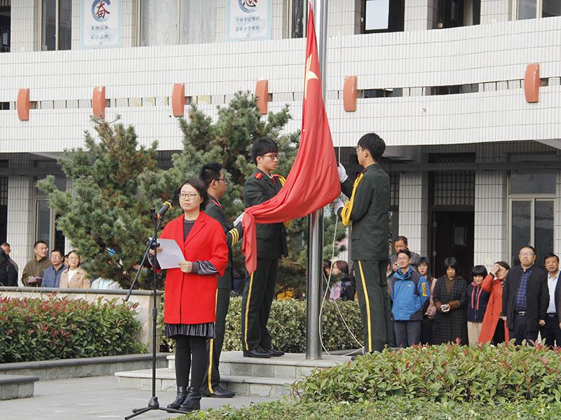 我校举行消防安全教育主题升旗仪式