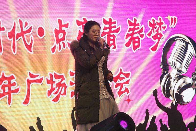 """第27届艺术节 """"拥抱新时代•点亮青春梦""""迎新年广场演唱会"""