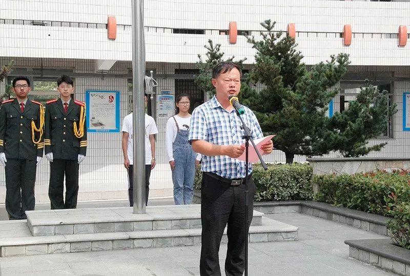 我校举行庆祝第35个教师节主题升旗仪式