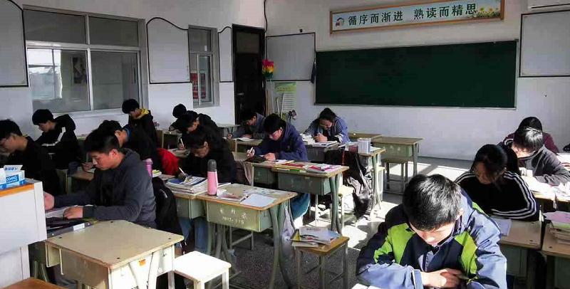 """以梦为马  不负韶华 —— 高二年级""""六自教育""""之期中回顾"""