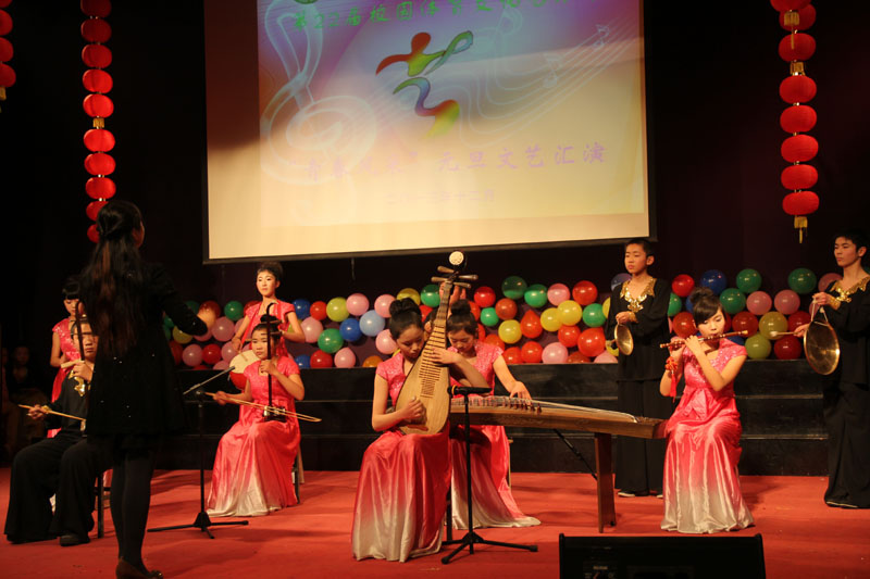 民乐合奏《金蛇狂舞》,表演单位:初一年级